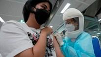 Covid-19: Campuchia đối mặt nguy cơ lớn, TT Biden tiêm mũi vắc-xin thứ 3