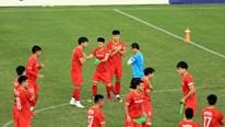 Trước 'giờ G' đấu Trung Quốc: Trọng Hoàng chấn thương, Đình Trọng trở lại