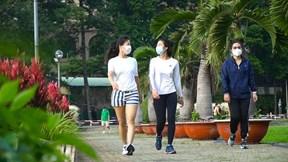 Dân Sài Gòn nôn nóng, 4h sáng đi tập thể dục ngày đầu 'bình thường mới'