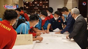 Tuyển Việt Nam đến UAE, bắt đầu tập đêm luyện bài đấu Trung Quốc