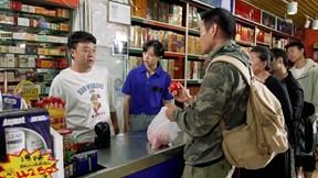 Nhân viên siêu thị 'nhầm' cà chua thành thịt bò và cái kết cười rung rốn
