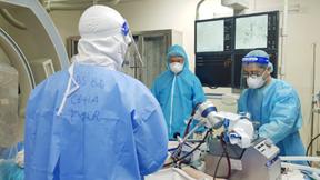 Cấp cứu bệnh nhân Covid-19 nặng bị ho ra máu từng thở máy, đặt ECMO