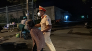 Chồng tai biến trở nặng, cụ bà 76 tuổi đẩy xe nôi từ TP.HCM về An Giang