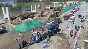 """Trung Quốc: Hiện trường xe bus """"vượt cầu nhảy sông"""", 13 người thiệt mạng"""