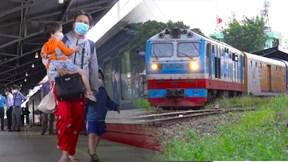TP.HCM: Dân nôn nao, vui mừng lên chuyến tàu đầu tiên hoạt động trở lại