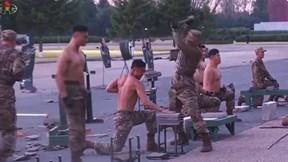 """Binh sĩ Triều Tiên khoe thân hình siêu chuẩn, """"mình đồng da sắt"""""""