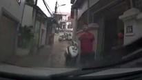 Tài xế đi ô tô vào ngõ nhỏ bị người đàn ông bắt lùi chỉ vì tiếng còi
