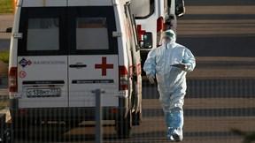 Covid-19: Nga chạm đỉnh ca tử vong, Mỹ chấp nhận du khách tiêm trộn vắc-xin