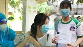 TP.HCM: Học sinh vui mừng, hồi hộp khi được tiêm vắc xin Covid-19